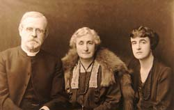 W. H. G. T. with his wife, Alice, and daughter, Winifred in 1922.  Click for enlarged image.